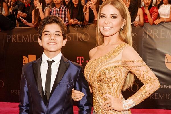 mujeres solteras con hijos famosas